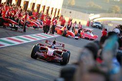Les Ferrari F1 Clienti dans la voie des stands