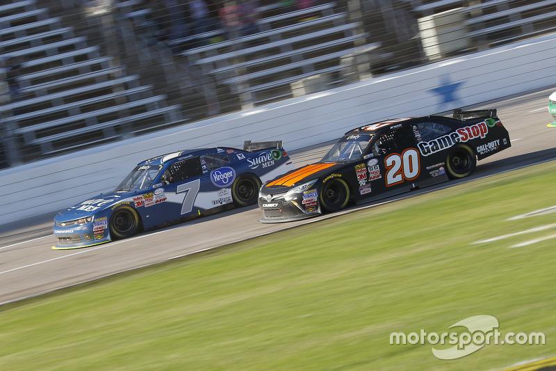Regan Smith, JR Motorsports Chevrolet and Erik Jones, Joe Gibbs Racing Toyota