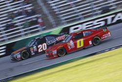 Erik Jones, Joe Gibbs Racing Toyota e Harrison Rhodes, JD Motorsports Chevrolet