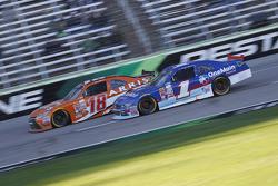 Daniel Suarez, Joe Gibbs Racing Toyota e Elliott Sadler, Roush Fenway Racing Ford