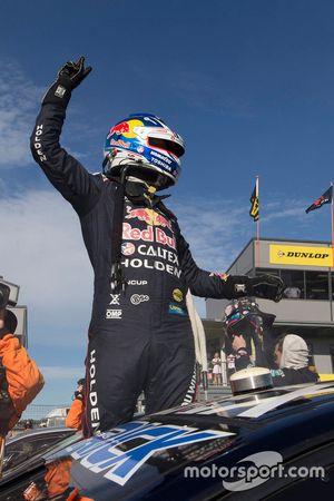 Winner Jamie Whincup, Triple Eight Race Engineering Holden
