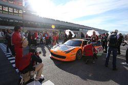 #180 Kessel Racing Ferrari 458: Гаутам Сингания на стартовой решетке