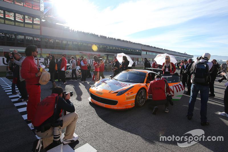 #180 Kessel Racing Ferrari 458: Gautam Singhania, in der Startaufstellung