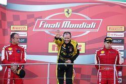 Podio Coppa Shell: Ptimer lugar y campeón del mundo Coppa Shell #181 Ineco - MP Racing Ferrari 4548: