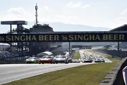 Start race 1 Coppa Shell: #180 Kessel Racing Ferrari 458 Italia: Gautam Singhania