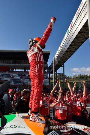 Course 1 de la Coppa Shell : le vainqueur #180 Kessel Racing Ferrari 458 Italia : Gautam Singhania