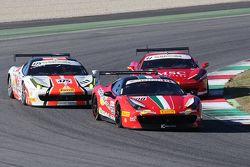 #208 Ferrari of Lauderdale Ferrari 458 борется с #475 Ferrari Jakarta Ferrari 458: Давид Типтобианто