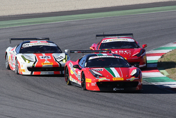 #208 Ferrari of Lauderdale Ferrari 458 in lotta con #475 Ferrari Jakarta Ferrari 458: David Tjiptobiantoro e #97 Rossocorsa Ferrai 458: Tommaso Rocca