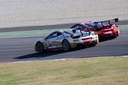 #8 Rossocorsa - Pellin Racing Ferrari 458 : Dario Caso en lutte avec #84 Octane 126 Ferrari 458 : Bjorn Grossmann