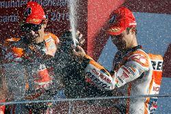 Podium : le deuxième, Marc Marquez et le troisième, Dani Pedrosa, Repsol Honda Team