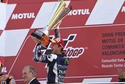 Подиум: победитель и чемпион мира в классе MotoGP 2015 года - Хорхе Лоренсо, Yamaha Factory Racing