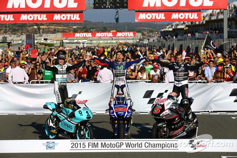 7. Moto3 campeón Danny Kent y leopard Racing Honda MotoGP campeón Jorge Lorenzo, Yamaha Factory Racing y Moto2 campeón Johann Zarco, Kalex Ajo Motorsport