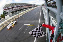 Pepe González, AVM Racing se lleva la bandera a cuadros