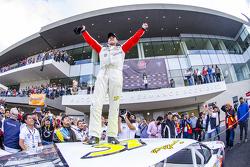 Pepe González, AVM Racing celebra en Victory Lane