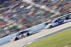 Trevor Bayne, Roush Fenway Racing Ford ve David Ragan, Michael Waltrip Racing Toyota