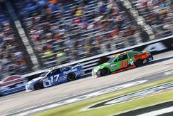 Ricky Stenhouse Jr., Roush Fenway Racing Ford ve Danica Patrick, Stewart-Haas Racing Chevrolet