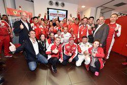 سائقو فيراري فينالي مونديالي مع سائقي سكوديريا فيراري إف1 سيباستيان فيتيل وكيمي رايكونن