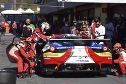 Ferrari 488 GTE pitstop