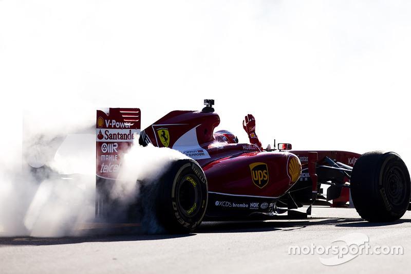 4. Kimi Raikkonen, Ferrari haciendo donas