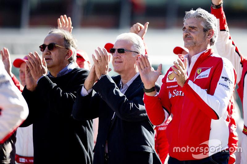 Maurizio Arrivabene Director del equipo Scuderia Ferrari, Piero Ferrari y Sergio Marchionne, Ferrari Presidente y CEO de Fiat Chrysler Automobiles