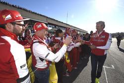 Maurizio Arrivabene, Director del equipo Ferrari con fans