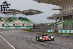 #8 Race Performance Oreca 03R Judd: Nicolas Leutwiler, Shinji Nakano galibiyete ulaşıyor