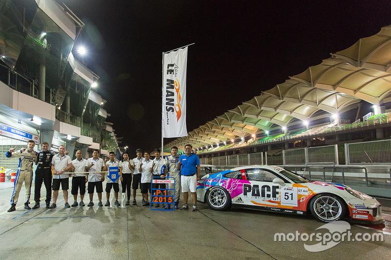 #51 KCMG Porsche 911 GT3 Cup: Paul Ip, Крістіан Рід, Dan Wells святкування the class win