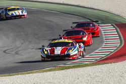 Le Ferrari 488 GTE e le Ferrari 488 GT3 sul rettilineo del circuito del Mugello