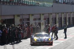 La Ferrari 488 GTE nella pit alne