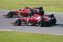 Esteban Gutierrez, collaudatore Ferrari, a bordo della F138 e Kimi Raikkonen, Ferrari, a bordo della