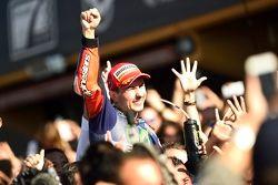Jorge Lorenzo, Yamaha Factory Racing, vainqueur de la course et champion du monde