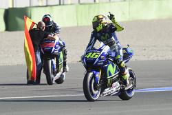 Valentino Rossi, Yamaha Factory Racing en winnaar en wereldkampioen 2015 Jorge Lorenzo, Yamaha Facto