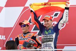 Podium : le second Marc Marquez, Repsol Honda Team et le vainqueur et Champion du monde 2015 Jorge Lorenzo, Yamaha Factory Racing