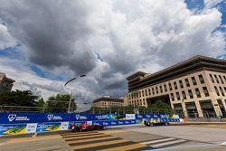Lucas di Grassi, Abt Schaeffler Audi Sport, vesteggia la vittoria nel parco chiuso