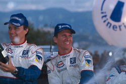 Kazanan Gilles Panizzi ve Hervé Panizzi, Peugeot Sport Peugeot 206 WRC