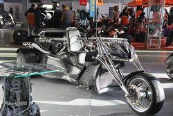 Необычный мотоцикл на выставке