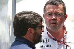 Manager Luis Garcia Abad, mit Eric Boullier, McLaren-Rennleiter