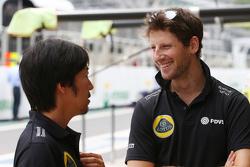 (L to R): Ayao Komatsu, Lotus F1 Team Race Engineer with Romain Grosjean, Lotus F1 Team