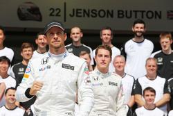 Jenson Button, McLaren and Stoffel Vandoorne, McLaren Test and Reserve Driver at a team photograph