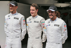 (L to R): Jenson Button, McLaren with Stoffel Vandoorne, McLaren Test and Reserve Driver and Fernando Alonso, McLaren at a team photograph