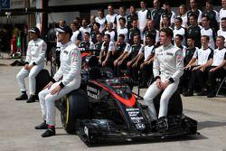 Jenson Button, Fernando Alonso, et Stoffel Vandoorne, McLaren F1 Team