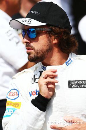 Fernando Alonso, McLaren lors d'une photo collective
