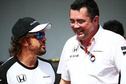 (L to R): Fernando Alonso, McLaren with Eric Boullier, McLaren Racing Director at a team photograph