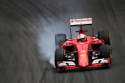 Себастьян Феттель, Ferrari SF15-T блокирует на торможении