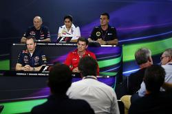 Conférence de presse de la FIA : Franz Tost, Scuderia Toro Rosso Team Principal; Monisha Kaltenborn, Sauber Team Principal; Federico Gastaldi, Directeur adjoint Lotus F1 Team; Paul Monaghan, Ingénieur en chef Red Bull Racing; et Graeme Lowdon, Président de