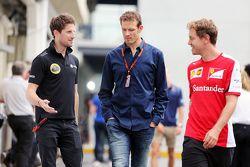 Romain Grosjean, Lotus F1 Team avec Alex Wurz, Président du GPDA et Sebastian Vettel, Ferrari