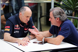 Франц Тост, руководитель Scuderia Toro Rosso Team и Карлос Сайнс