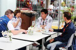 Mike O'Driscoll, PDG du Williams Group avec Claire Williams, Directrice adjoint Williams, Toto Wolff, Directeur exécutif Mercedes AMG F1, et Alex Wurz, Président du GPDA
