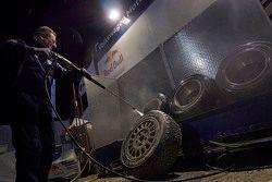 Volkswagen Motorsport mekanikerleri çalışıyor