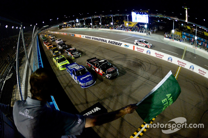 Start: Erik Jones, Kyle Busch Motorsports Toyota leads at